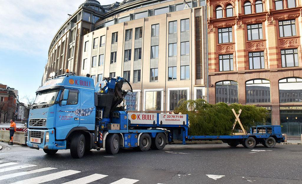 Jula kommer til Oslo på Tommys lastebil Lastebil no