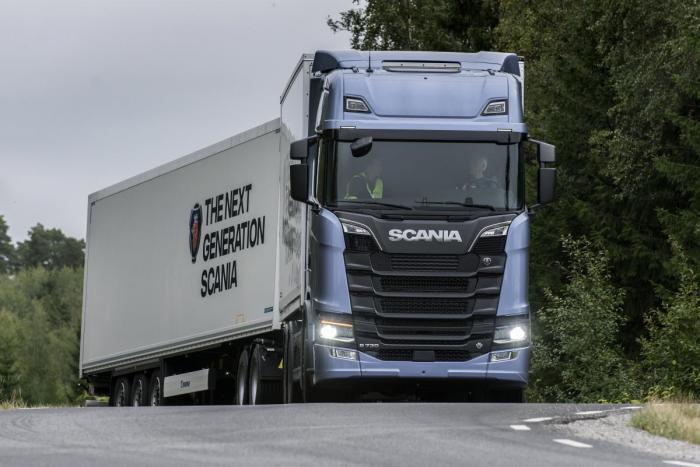 NY: Scanias nye lastebil kom sent på markedet. I desember ble det solgt 182 Scania mot 120 Volvo. (Foto: Scania)